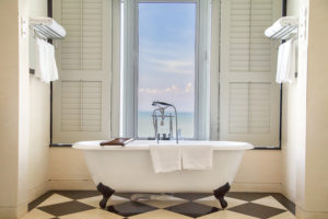 contact bathtub refinishing