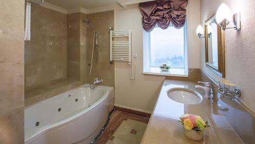 Plumbing Basics – Installing a Bathtub